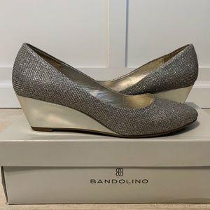 Bandolino Franci Gold wedged pump